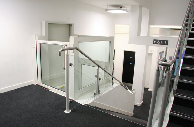 SL Portable Lift With Half Door