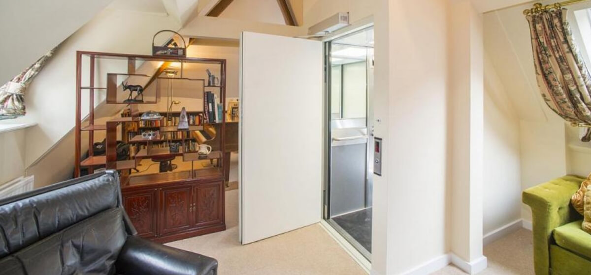 Home lift with open door